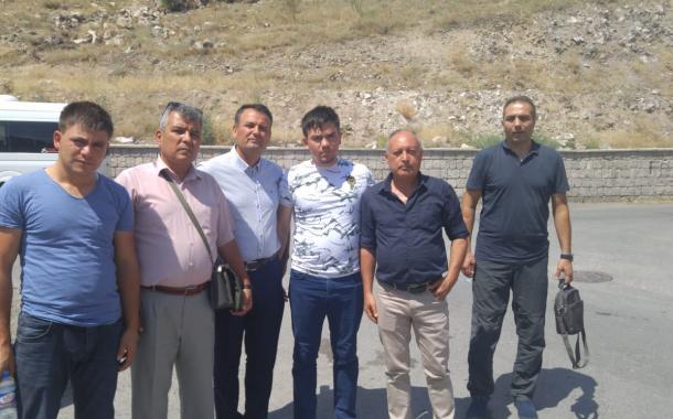 Hakkari'de eşi ve çocuğu şehit olan acılı Astsubay Serkan Karakaya baba evinde ziyaret edildi.